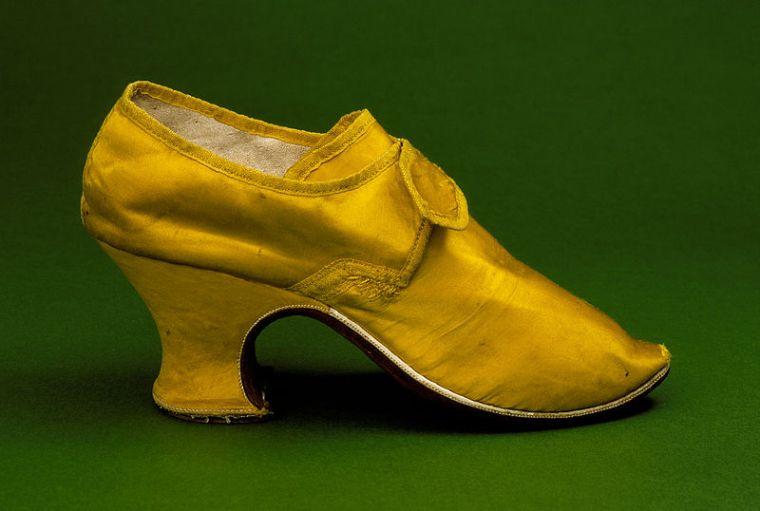 Louis shoe 1700s