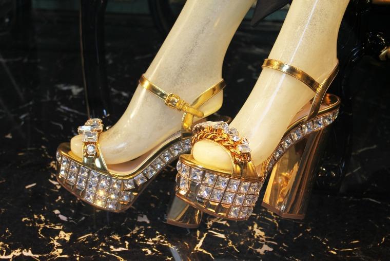 sandals-489497_1280