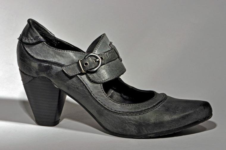 shoe-560973_1920
