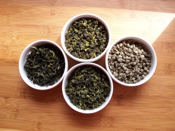 799px-Four_GreenTeas_in_White_Bowls_-1_(6196131680)