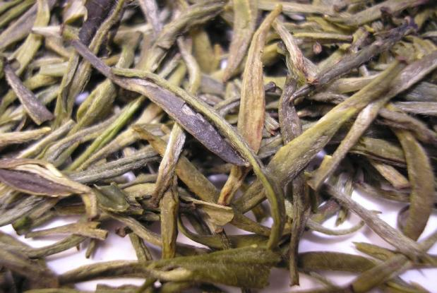 Huoshan_Huangya_tea_leaves_close